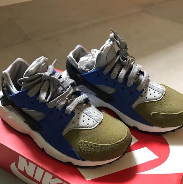 00d1355bae96 Nike Air Husrache Run PRM PREMIUM in Silver Black and Game Royal ...