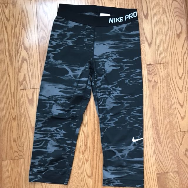 Nike crop leggings size medium