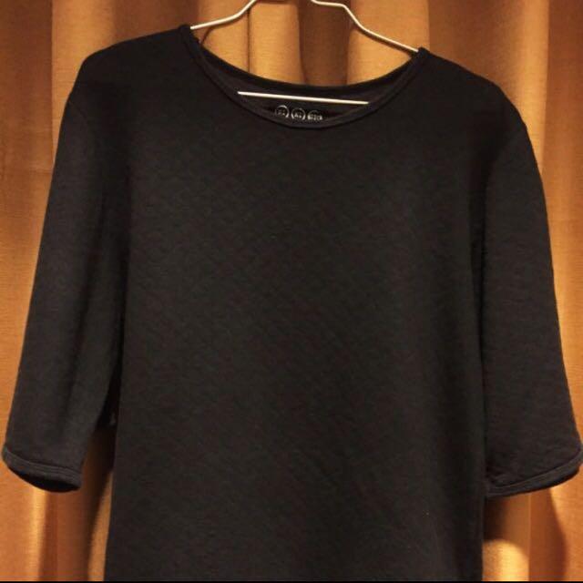 NIKICIO black T-shirt