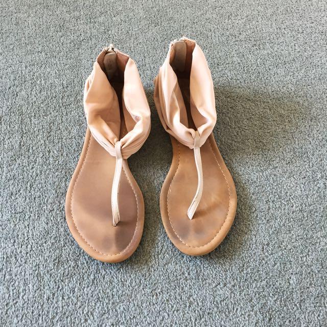 Novo sandals size 6
