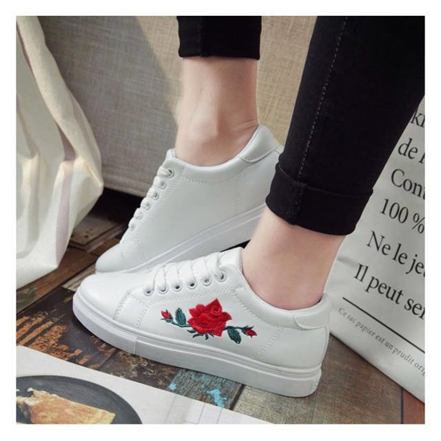 (Ready stock) Women embroidery White Shoe/sneaker