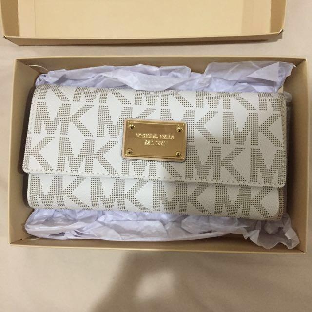 SALE! AUTHENTIC Michael Kors 3-fold Wallet