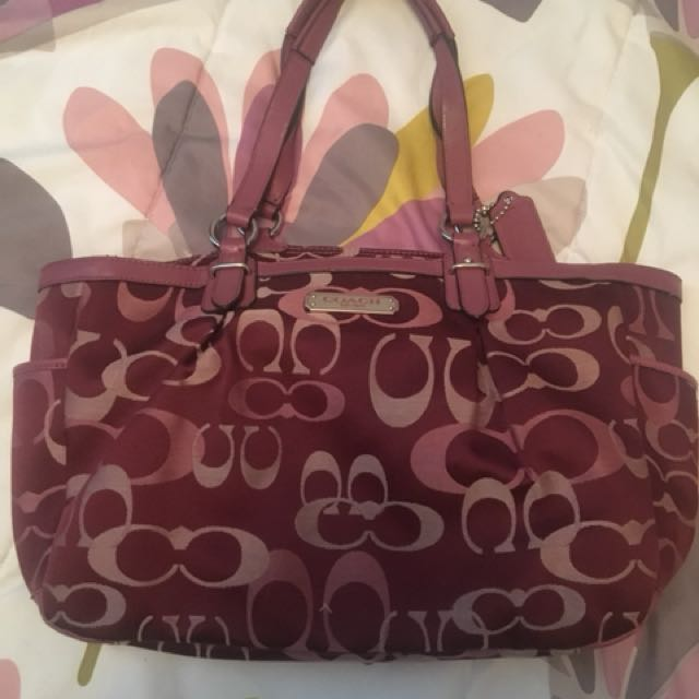 Selling this very cute coach purse