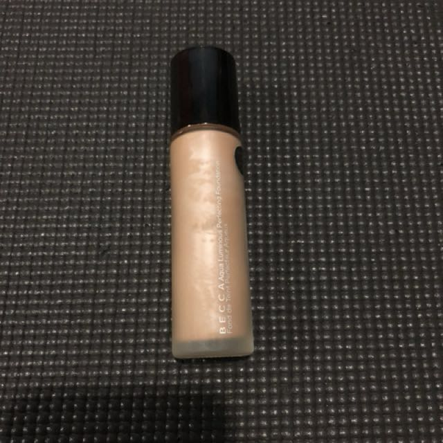 Share In Jar Becca Luminous Aqua Foundation