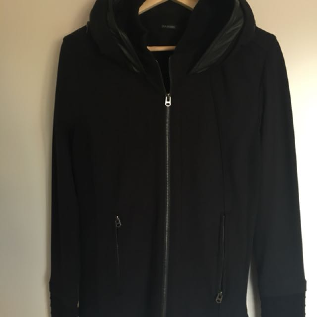 Super stylish black jacket, retractable hoodie