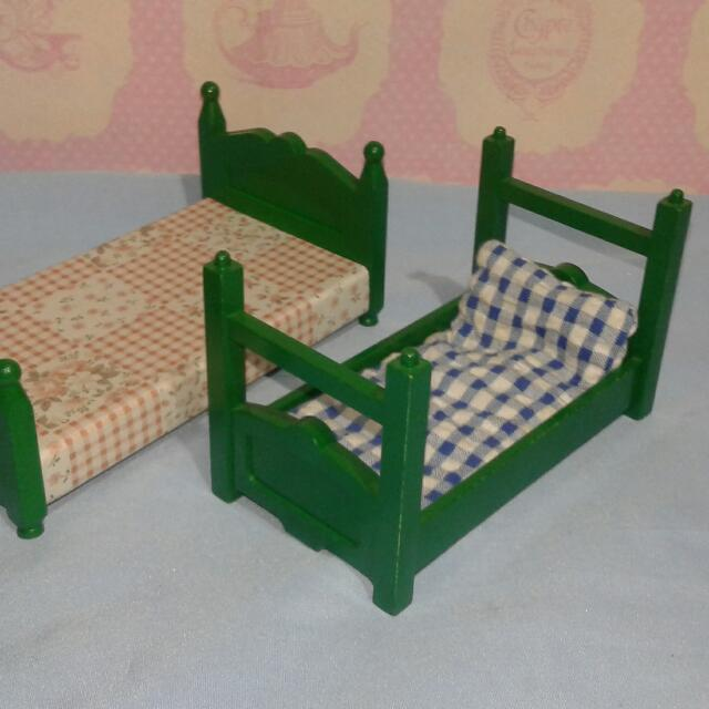 Sylvanian Families Vintage Green Bed