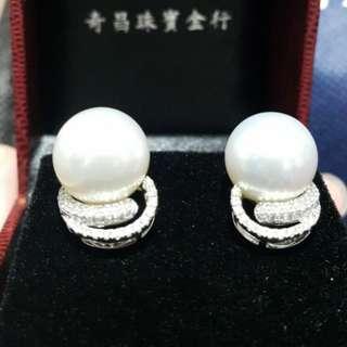 珍珠耳環,本來買比媽咪做生日禮物,但媽咪唔鐘意,買返嚟6萬幾,好心痛,希望有人要,謝謝大家,可以小議價