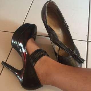 Elegant black heels REPTICE