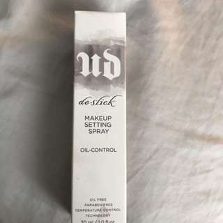 URBAN DECAY DE SLICK SPRAY