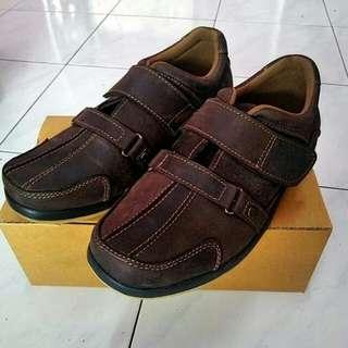 Sepatu vantofel crek