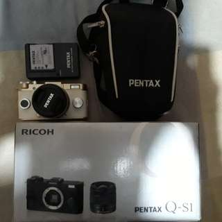 Pentax Q-S1 Mirrorless Camera Complete Good As New