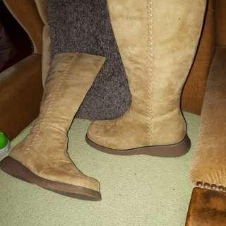 Boots & Ugg type shoe