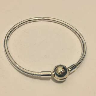 PANDORA Snake chain silver bracelet with round clasp