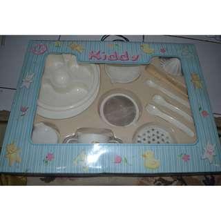 set makanan anak