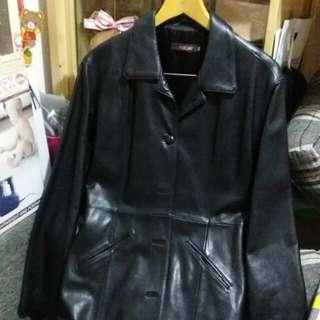 黑色女裝羊皮外套