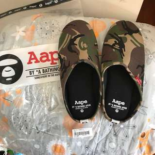 Aape拖鞋