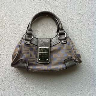 Guess handbag dimension 28 x 13 x 3cm.  In good condition.