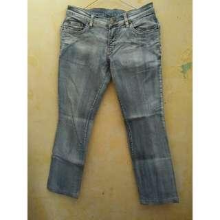 Celana panjang levis