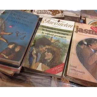 Buku Belanda : Inggris +/- 3000 buku novel (fiksi/romance/mystery/dll)