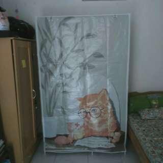 Lemari portable motif kucing coklat