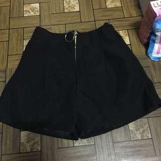 拉鍊造型短褲