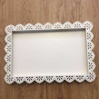 White tray with lace design [for rent]