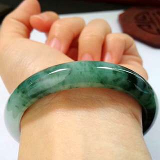 🎇(55mm) Grade A 冰糯 Green Floral Jadeite Jade Perfect Bangle🎇
