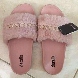 details fur flat sandal pink ( ukuran 39)dan coklat ( ukuran 37)