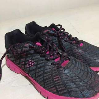 Fila Running Shoes.. 🏃♀️ with free extra lace!