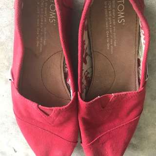 Tom's Canvass Shoes (Red)