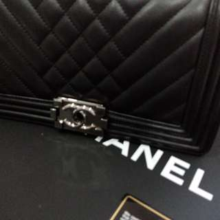Chanel boy medium