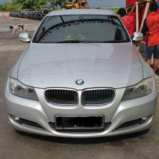 Sedan BMW 320i 2011