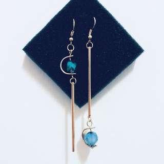 現貨不對稱U型藍色珠耳環