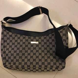 Gucci medium size handbag