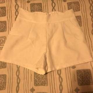 白色短褲 White pants
