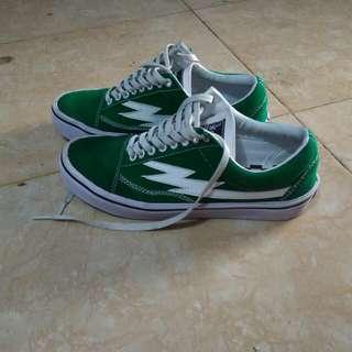 Sepatu Word Division Classic Green Size 40