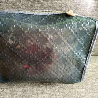 Limited Edition GUCCI pouch (Authentic)
