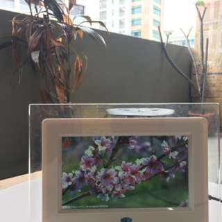 """7"""" inch Digital photo frame - plays JPEG MPEG & MP3 files for music, videos and still pictures with built in speakers"""