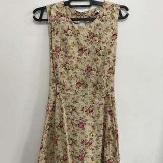 Vintage flowery mini dress