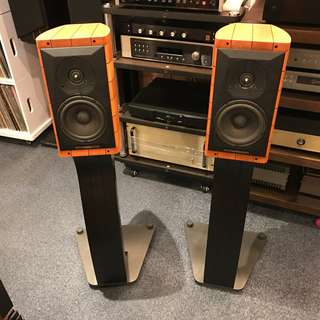 Sonus Faber Cremona Auditor Speakers with Stands