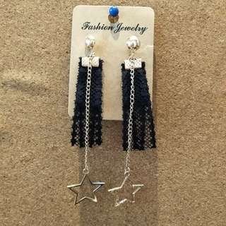 Star pendant long earrings