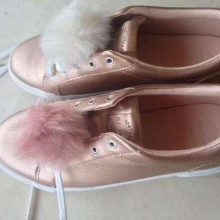 Sepatu Pull and bear