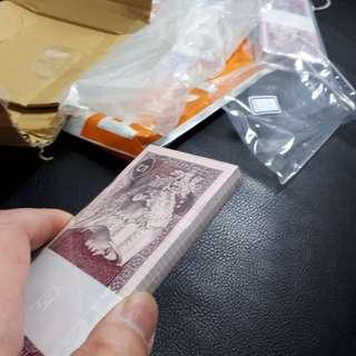 1980年人民幣五角紙鈔 100張全新,有捆綁恆跡,附壓克力收藏盒