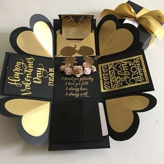 Valentine explosion box in black & gold