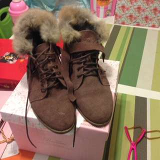 粉藕色毛毛麂皮短靴