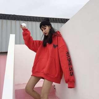 Po: Oversized streetwear hoodie