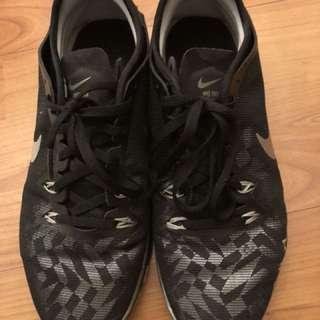 Nike Black trainer