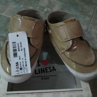 Sepatu balita