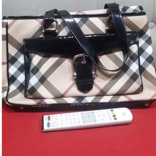 💯authentic Burberry nova check large