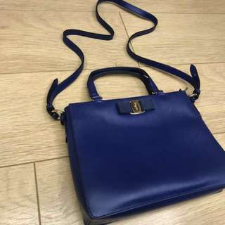 Salvatore Ferragamo 深藍色型格皮袋